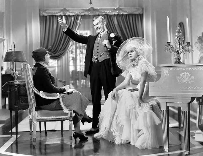 9th August 1933: Jean Harlow (1911 - 1937) is Hollywood sex goddess Lola Burns and Frank Morgan (1890 - 1949) is her father, Pop Burns, in 'Bombshell', (aka 'Blonde Bombshell') directed by Victor Fleming. Mary Forbes (1883 - 1974) plays Mrs Middleton.
